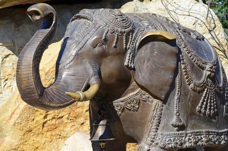 bronz: elephant statue