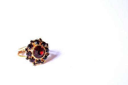 granate: anillo de granate Foto de archivo
