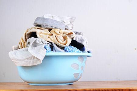 lavando ropa: la ropa sucia