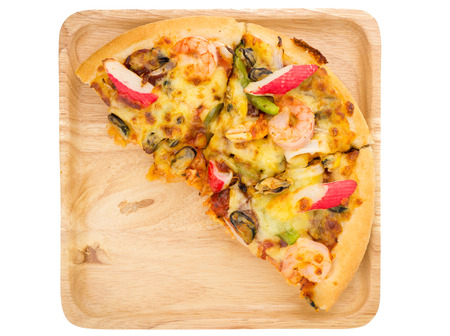 plage: Seafood pizza on wooden plage on white isolated background from top view