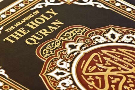 quran: close-up de la isl�mica libro El Sagrado Cor�n Foto de archivo