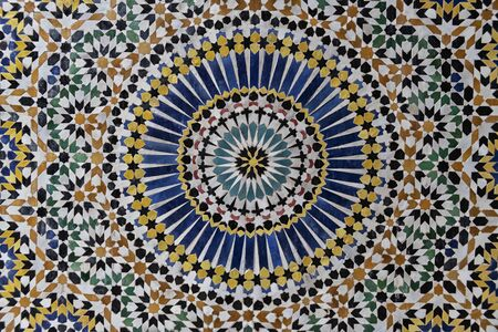 Colorful 24-fold star pattern in traditional islamic geometric design from the interior of Kasbah Telouet, Morocco. Stockfoto