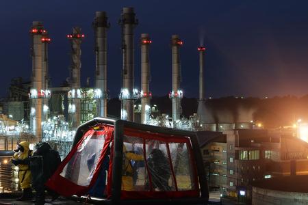 Decontaminatie voor noodhulp Olie, raffinaderij. Stockfoto