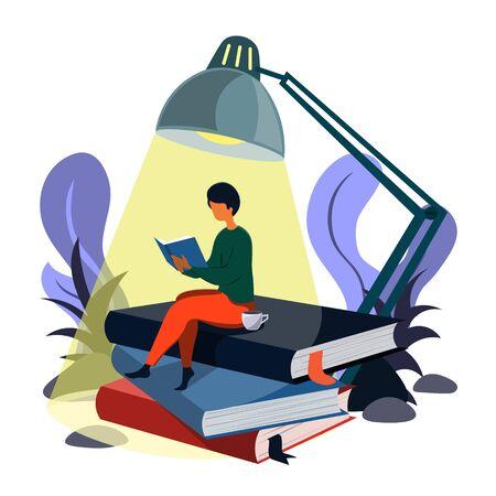 Un hombre lee un libro sentado sobre montones de libros bajo la luz de una lámpara. Ilustración de estilo isométrico. Ilustración de vector