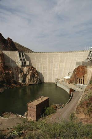 애리조나에있는 수력 발전 댐.