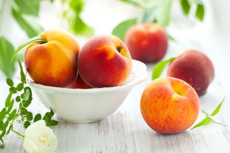 the peach: Bowl of fresh peaches