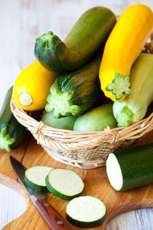 zapallo italiano: calabac�n amarillo y verde fresco