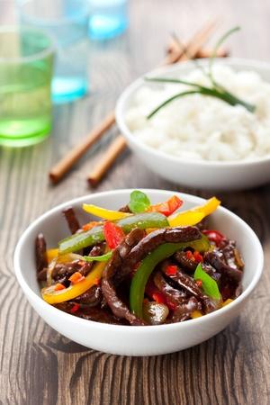 야채와 쌀과 쇠고기 볶음
