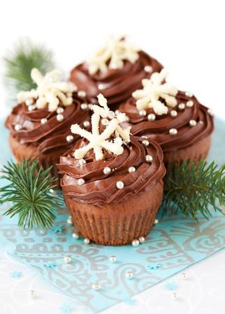weihnachtskuchen: Schokolade Christmas Cupcake dekoriert mit Schneeflocken