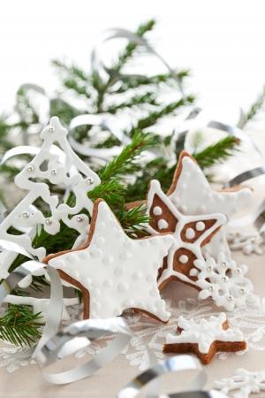 weihnachtskuchen: Hausgemachte Christmas Cookie Sterne mit Dekoration