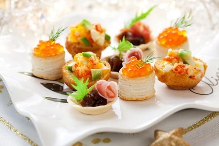savoury: Ассорти из соленых закусок праздник на тарелке