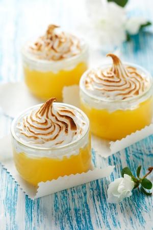 cagliata: Limone dolce ricotta con meringa topping Archivio Fotografico