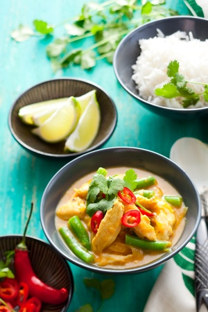 vegetable curry: Chicken curry with green beans  and rice