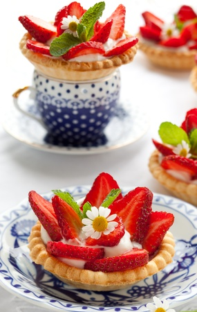 tartlet: Strawberry tartlets with vanilla cream