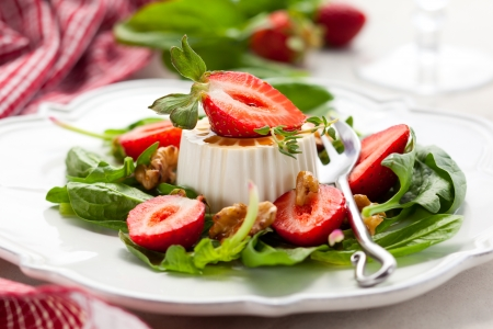 Goat Cheese with strawberry,spinach and walnuts Stock Photo - 13958939