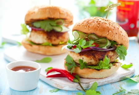 coriander seeds: Thai chicken burger with cucumber and sweet chilli sauce Stock Photo