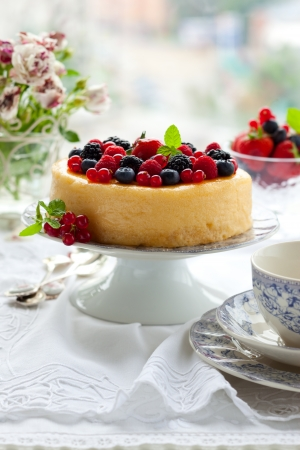 strawberries and cream: Cheesecake With Mixed Berries