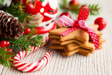 축제 장식과 함께 크리스마스 쿠키 스톡 콘텐츠