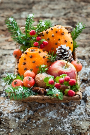 holly berry: Christmas basket with fruits, berries and nuts
