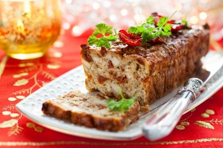 albondigas: Pastel de carne de pollo con tomates secados al sol para vacaciones