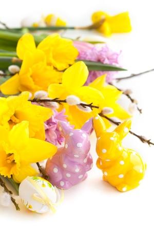 Décoration de Pâques avec des fleurs et des oeufs, rabbbits Banque d'images - 17956299