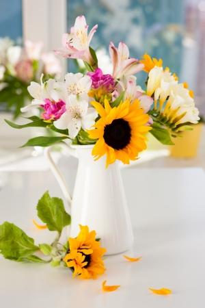 mazzo di fiori: Natura morta di fiori estivi Archivio Fotografico