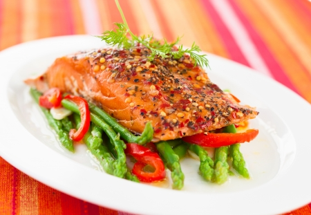 Salmon fillet with asparagus and red bell pepper Stock Photo - 18707112