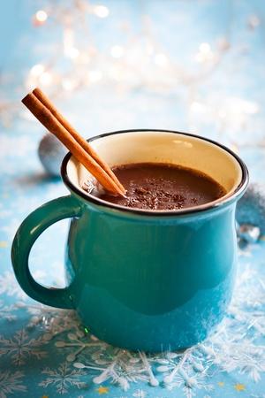 chocolat chaud: Chocolat chaud avec guimauves et le b�ton de cannelle