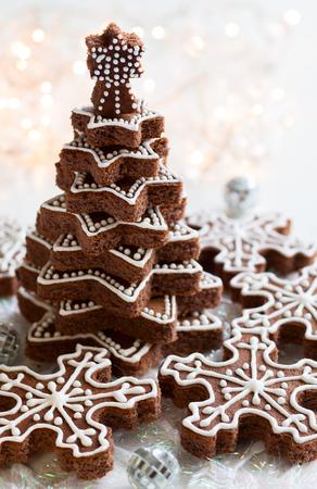 weihnachtskuchen: Schneeflocke und Weihnachtsbaum Plätzchen Lizenzfreie Bilder