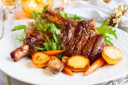 vlees: Gehakt kalfsvlees met groenten voor het kerstdiner Stockfoto