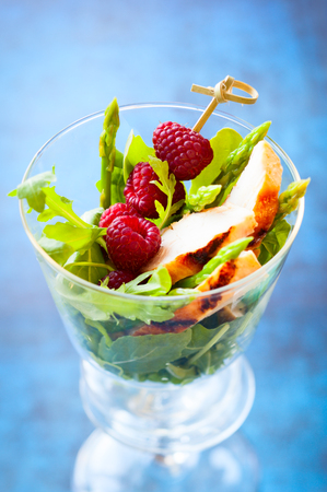 christmas turkey: Delicious chicken and raspberry salad for holiday