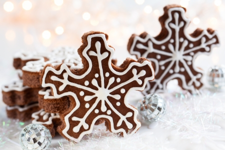 christmas gingerbread: Gingerbread Snowflake Cookies with decoration Stock Photo