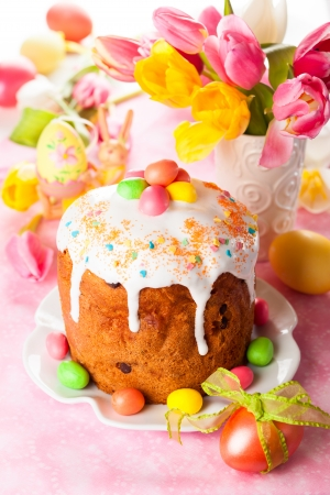 easter cookie: Easter cake and  eggs on festive Easter table Stock Photo