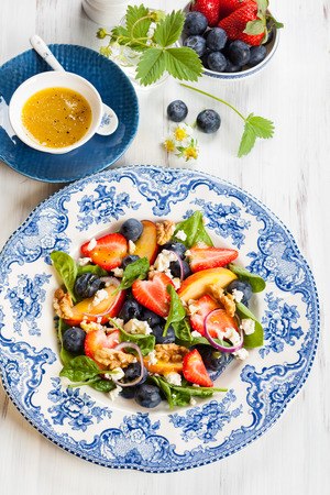 goat peach: Spinach and Fruit Salad with Honey Mustard Vinaigrette