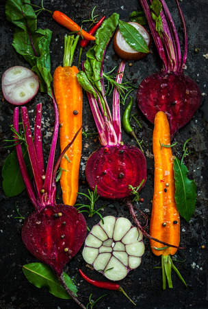 green and purple vegetables: Raw vegetables for roasting, on a baking tray