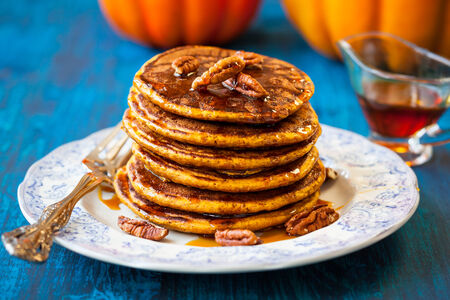 Spiced Pumpkin pancakes with maple syrup and pecan Zdjęcie Seryjne