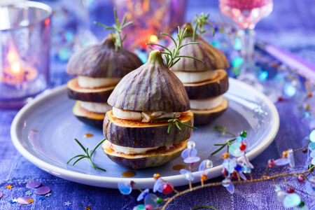 comida de navidad: La figura y el queso Foto de archivo