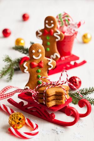 Lebkuchen Männer Cookies in einem Schlitten