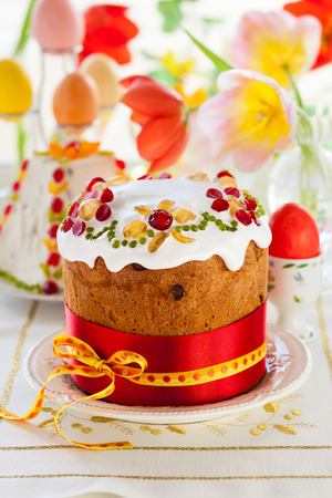 candied fruits: Festive Easter cake with the candied fruits