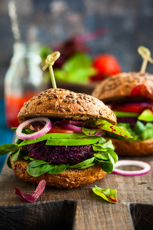 Veggie beet and quinoa burger with avocado Imagens