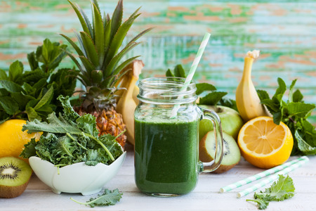 Fresh kale fruit smoothie in a jar with ingredients 免版税图像