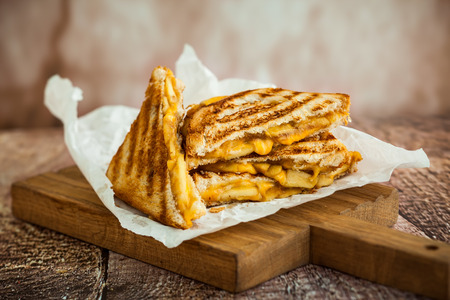 Grilled cheese sandwich with caramelized apples