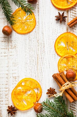 frutas deshidratadas: Christmas decoration with fir branches,star anise,cinnamon stick,nuts and slices of dried oranges
