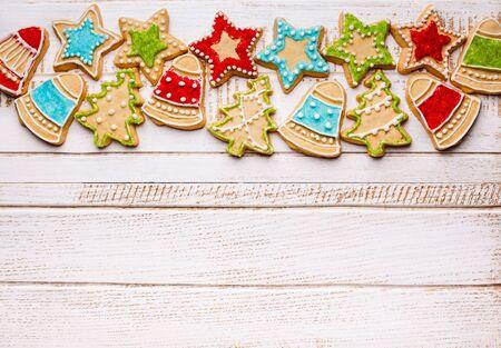 galletas de navidad: Galletas de Navidad sobre fondo de madera