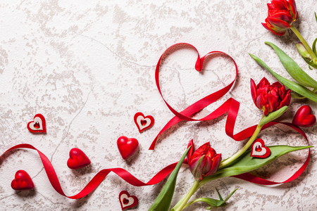 Valentines Day background with hearts and red tulips Foto de archivo