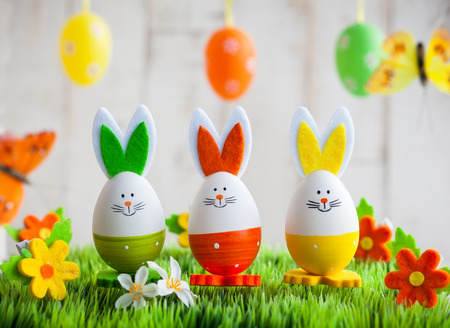 Three colourful easter bunny on the greengrass 스톡 콘텐츠