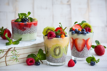 Layered berry and chia seeds smoothies Stockfoto