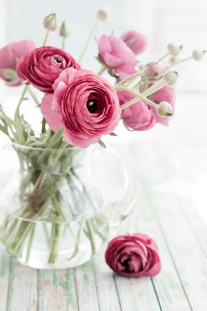 Blumenstrauß der rosafarbenen Ranunkeln