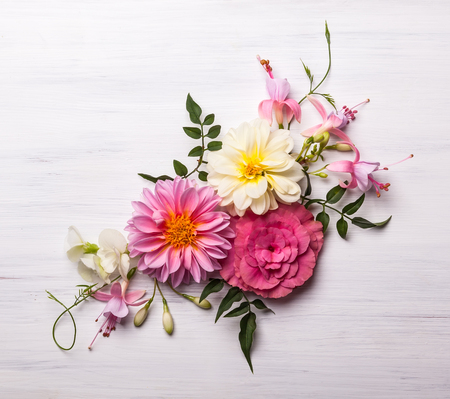 Festive flower composition on the white wooden background. Overhead view Stockfoto