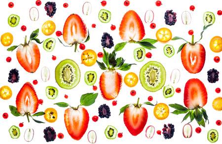 Berry frais et fruits sur fond blanc. Motif transparent Banque d'images